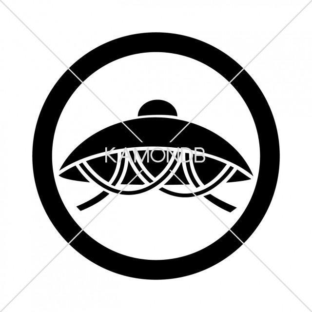 丸に笠 Loading... 丸に笠(まるにかさ)、笠紋のひとつ。 カテゴリ 伝統 タグ 笠紋.