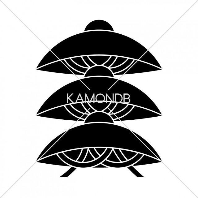 三階笠 Loading... 三階笠(さんがいがさ)、笠紋のひとつ。 カテゴリ 伝統 タグ 笠紋