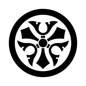 丸に三つ剣鍬形
