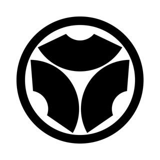 中輪に頭合わせ三つ地紙 – 家紋DB